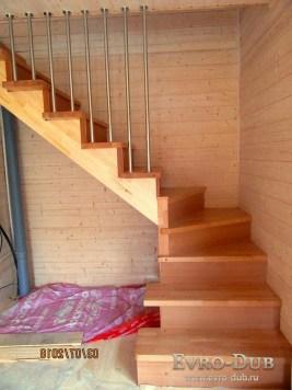 Купить балясины и начальные столбы для лестницы в Москве